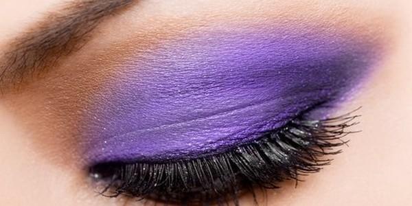 Cum să realizezi un machiaj de mireasă obținând efectul mov de smoky eyes?